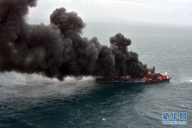科伦坡港附近爆炸起火货船