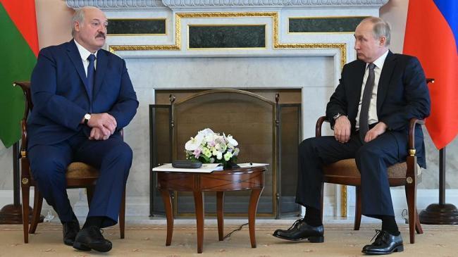 白俄罗斯总统访俄 同普京在圣彼得堡会晤