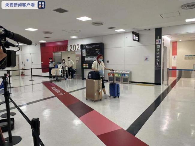 参加奥运会的中国香港体育代表团部分成员抵达日本
