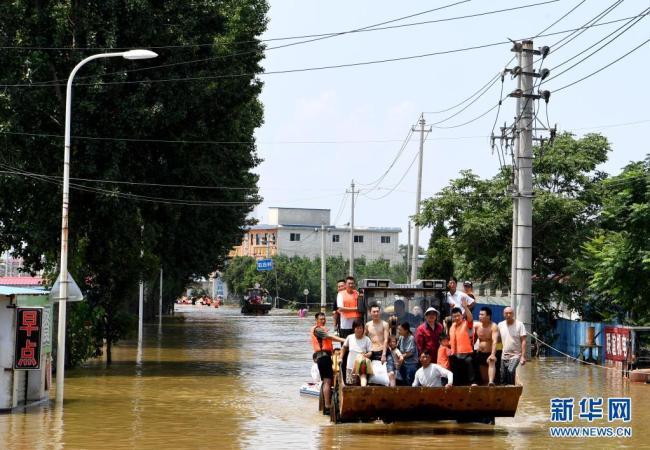 河南新乡:万人大转移