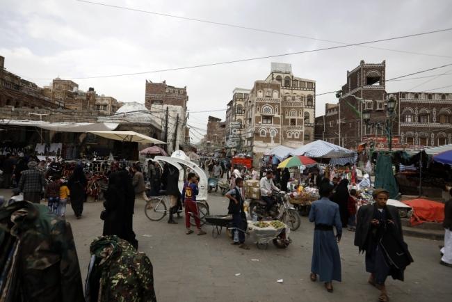 外媒:也门亲政府军和胡塞武装交火已致78人死亡