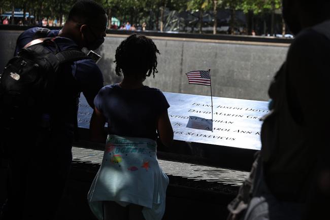 """""""9·11""""事件将迎来20周年纪念日 纽约民众参观纪念馆"""