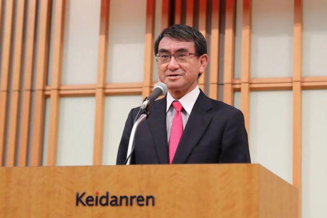 2018年12月3日,在日本东京,日本外务大臣河野太郎在研讨会的招待会上致辞。(新华社记者杜潇逸摄)