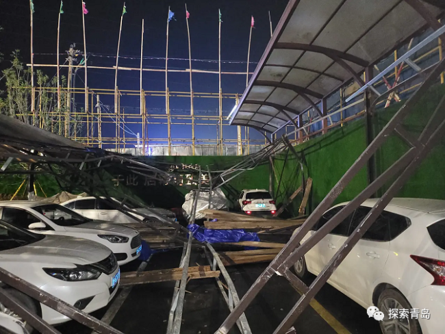 青岛天一仁和珑越尚璟售楼处停车场塌陷,看房业主车辆被砸无人解决