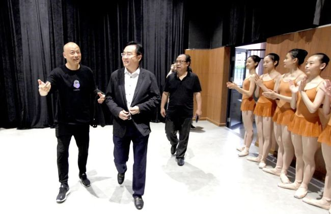 李瑞琦、周鹏飞一行到深圳艺术学校调研,勠力同心推动艺术事业更大发展