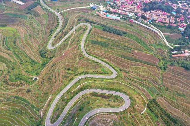 """潍坊""""齐鲁天路""""带动山东自驾游热,这还是一条幸福路、致富路"""