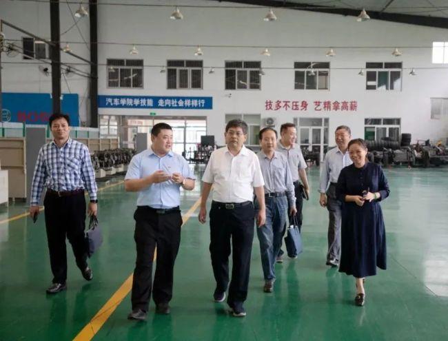 济南市教育局副局长陈爱民一行到访山东工程职业技术大学,对其一体化育人模式予以充分肯定