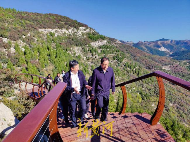 孙立成察看千佛山风景区绿道建设时强调:坚持生态保护优先,营造优美休憩环境