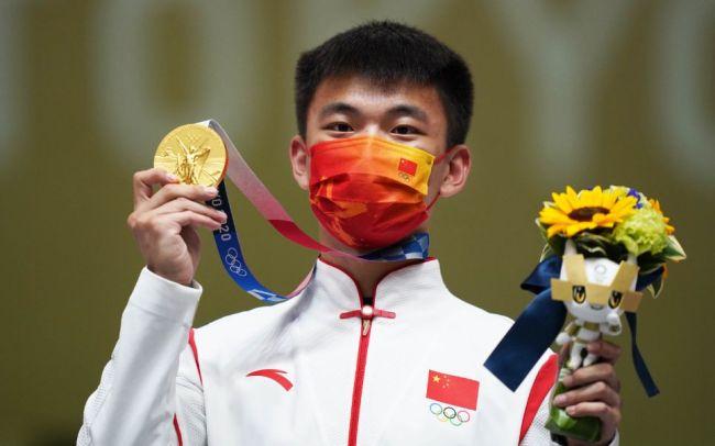 """两位奥运冠军战至单枪决胜,张常鸿""""绝杀""""杨皓然"""