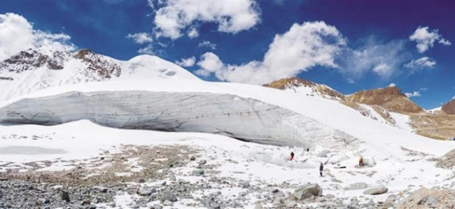 洛堆峰雪山攀登爱好者。图由当雄县委宣传部提供