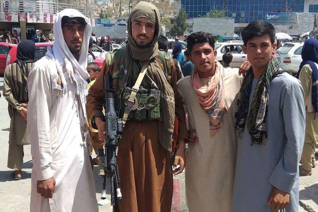一个月了,阿富汗人的生活变了
